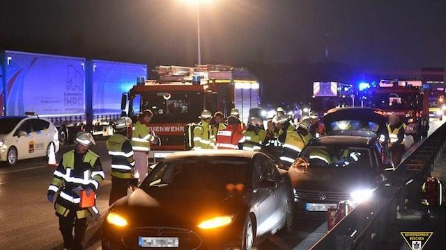 Tesla-Car-Incident-Feuerwehr-München